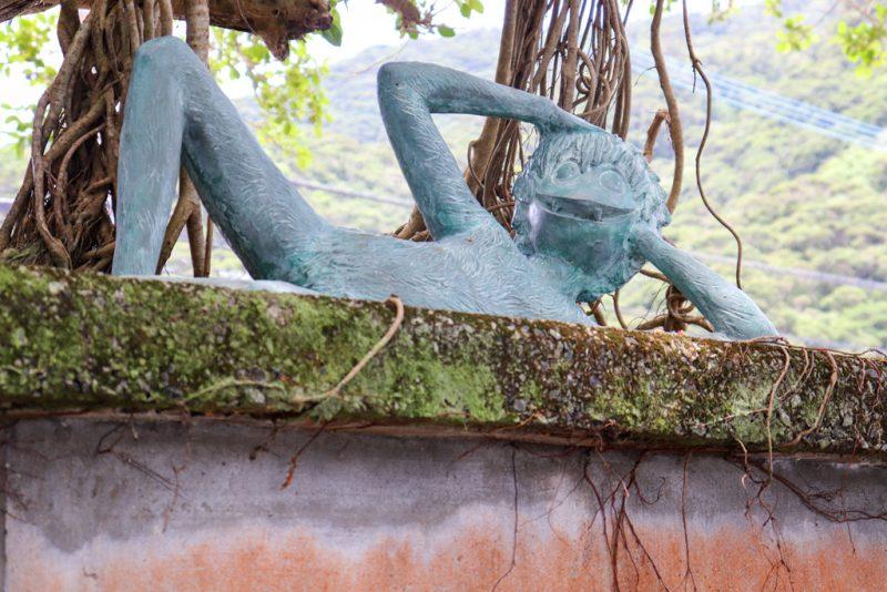 田検のガジュマル ケンムン像